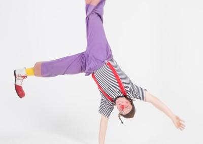 Klaun akrobata