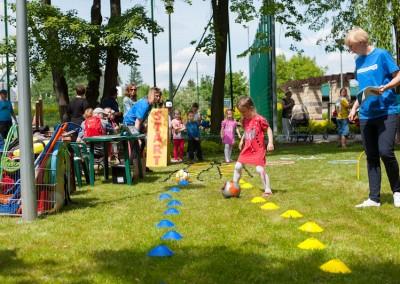 Slalom z przeszkodami dla dzieci